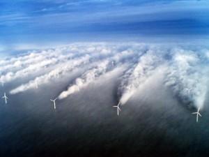 Foto turbulentie windmolens op zee